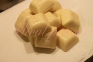 Spuma de ciocolata alba