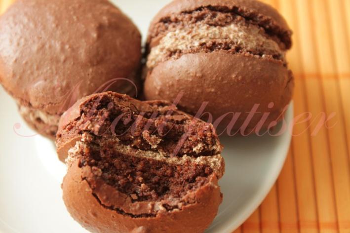 Macarons cu crema de ciocolata