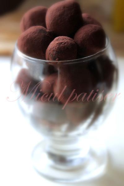 Trufe cu ciocolata neagra si cacao