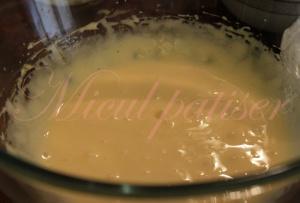Inghetata cu menta si sos de ciocolata