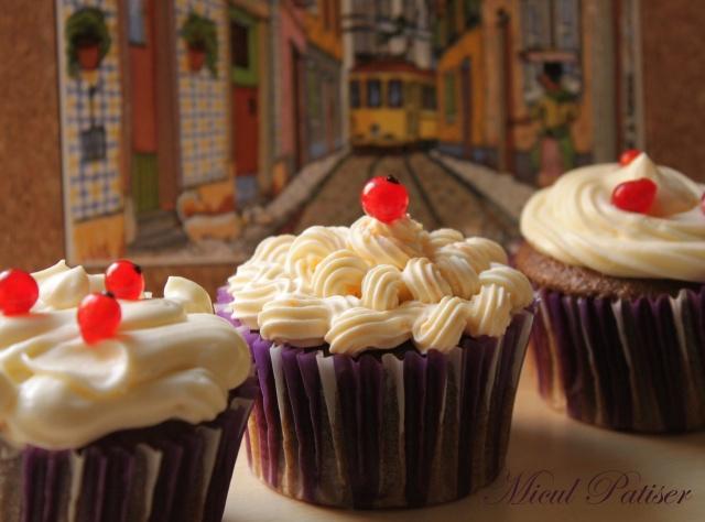 Cupcakes cu roscove si crema de branza