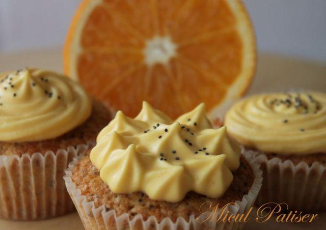 Cupcakes cu mac si crema de branza cu portocale