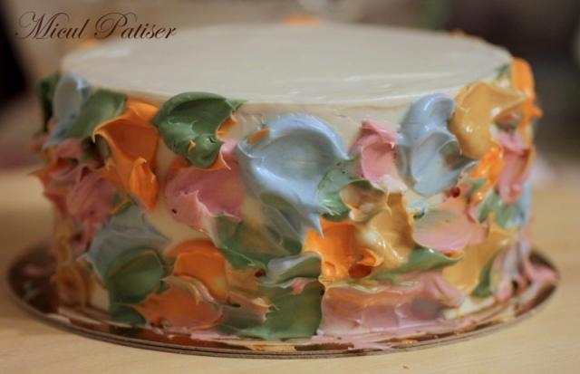 Tort crema de unt colorata