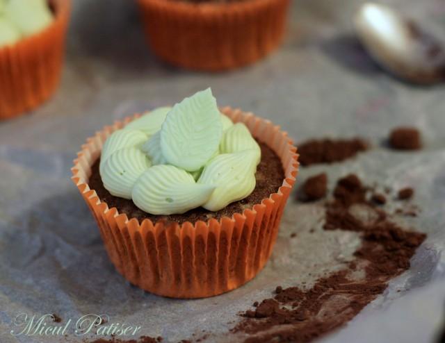 Cupcakes cu cacao si crema de menta