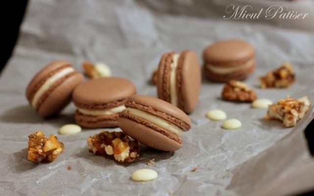 Macarons cu cacao, ganache de ciocolata alba si nuci caramelizate