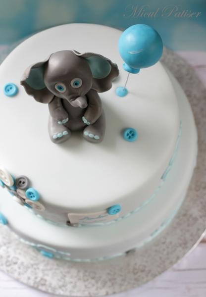 Tort botez baietel, cu elefantel si nasturi