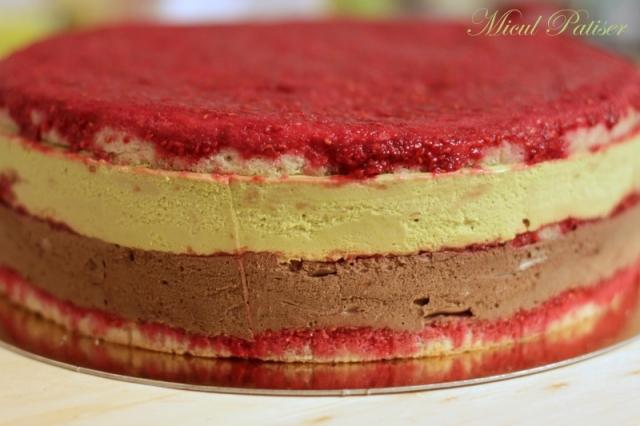 Tort mousse fistic si mousse ciocolata Callebaut
