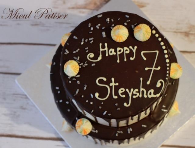 Tort cu ciocolata neagra, nuci si ciocolata alba