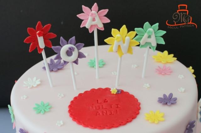 Tort vesel cu floricele