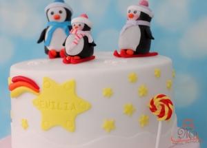 Tort botez fetita cu pinguini